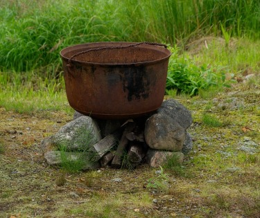 cauldron-907406_640